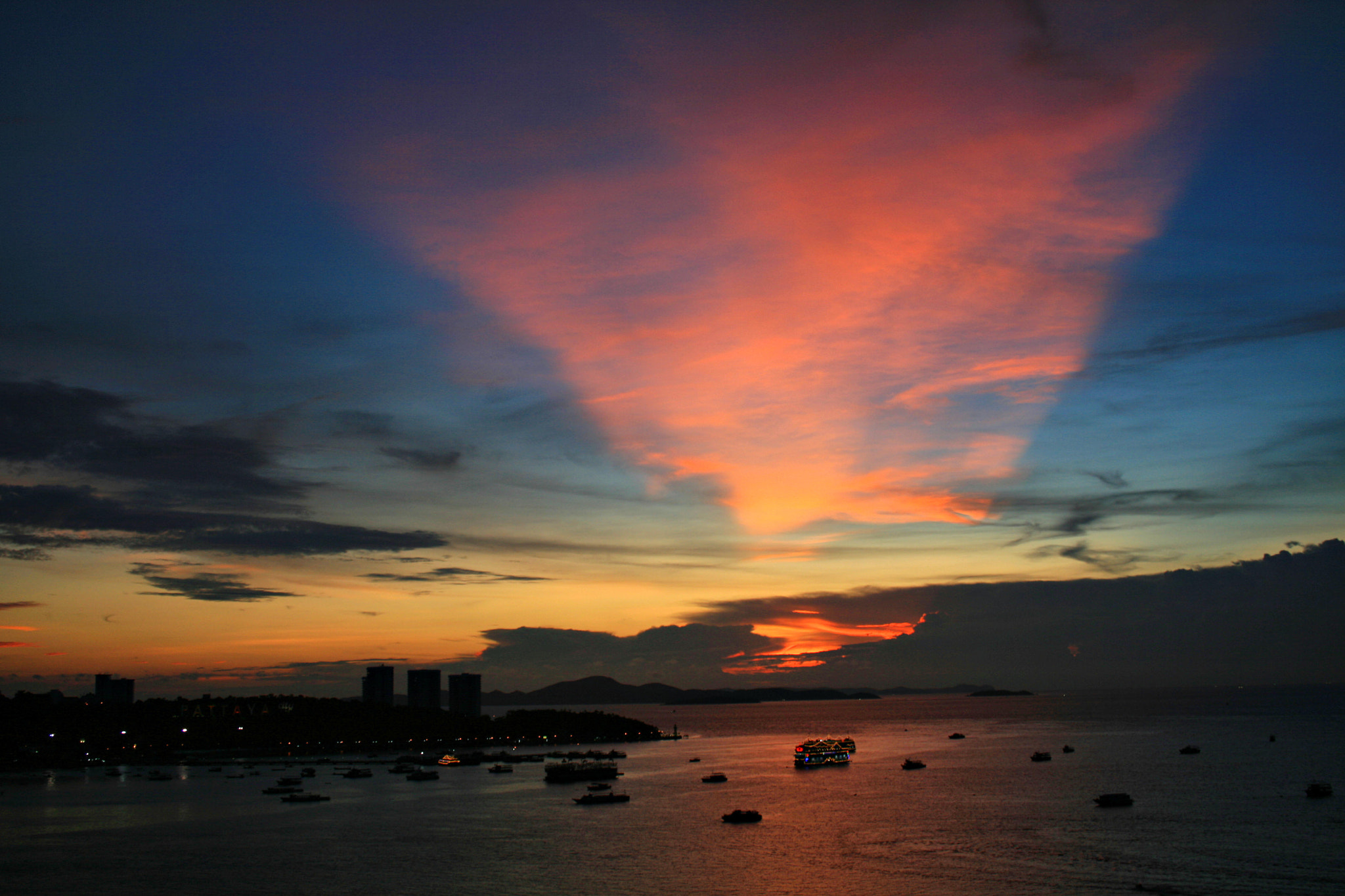 Photograph Pattaya Bay by Candle Tree on 500px