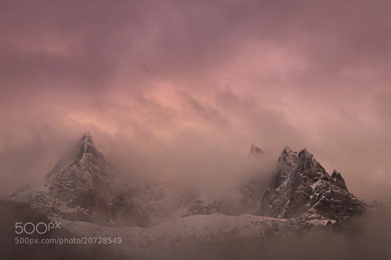 Photograph Fin de journée perturbée sur les aiguilles de Chamonix, mais forte en couleurs by Fabrizio Cantinotti on 500px