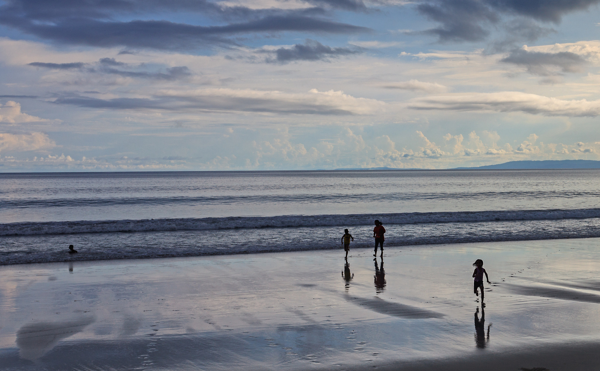 Photograph a family on the beach by S A  I on 500px