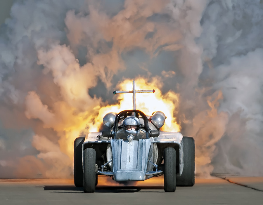 Bill Braack drives the Smoke-N-Thunder jetcar