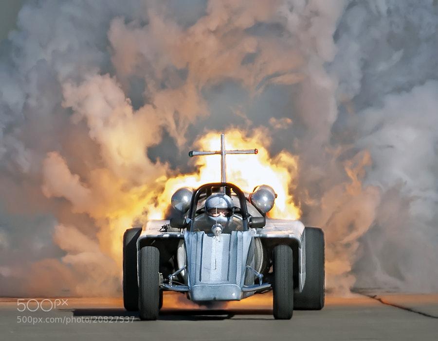 Bill Braack drives the Smoke-N-Thunder jetcar