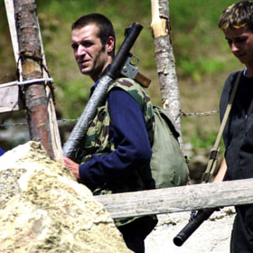 Постер, плакат: NLA rebels hand in there weapons, холст на подрамнике