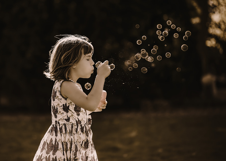 Blowing Bubbles, автор — Bijaya Gurung на 500px.com