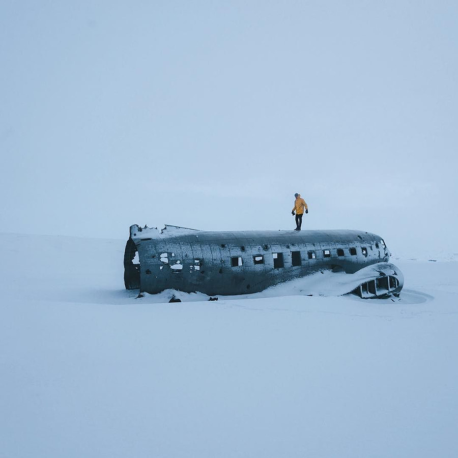 When you go to the plane wreck you walk for an hour on a barren field. You see nothing but white...., автор — Michael Schauer на 500px.com