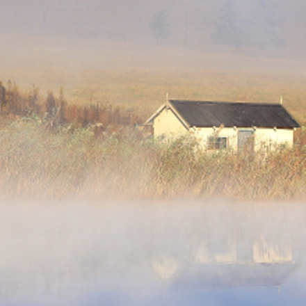 Cottage in the mist, Canon EOS 7D MARK II, Sigma 105mm f/2.8 EX DG OS HSM Macro