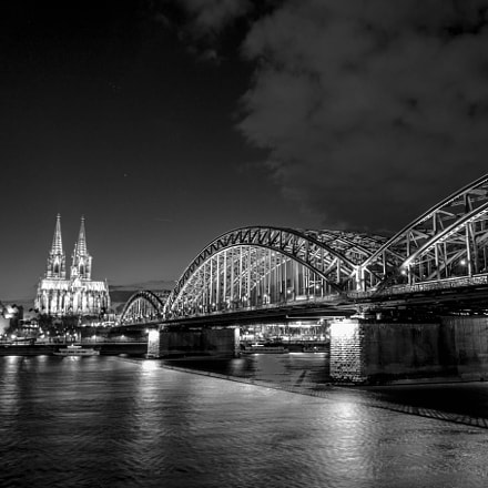 Cologne at night, Sony SLT-A58, Sony DT 18-55mm F3.5-5.6 SAM II (SAL18552)