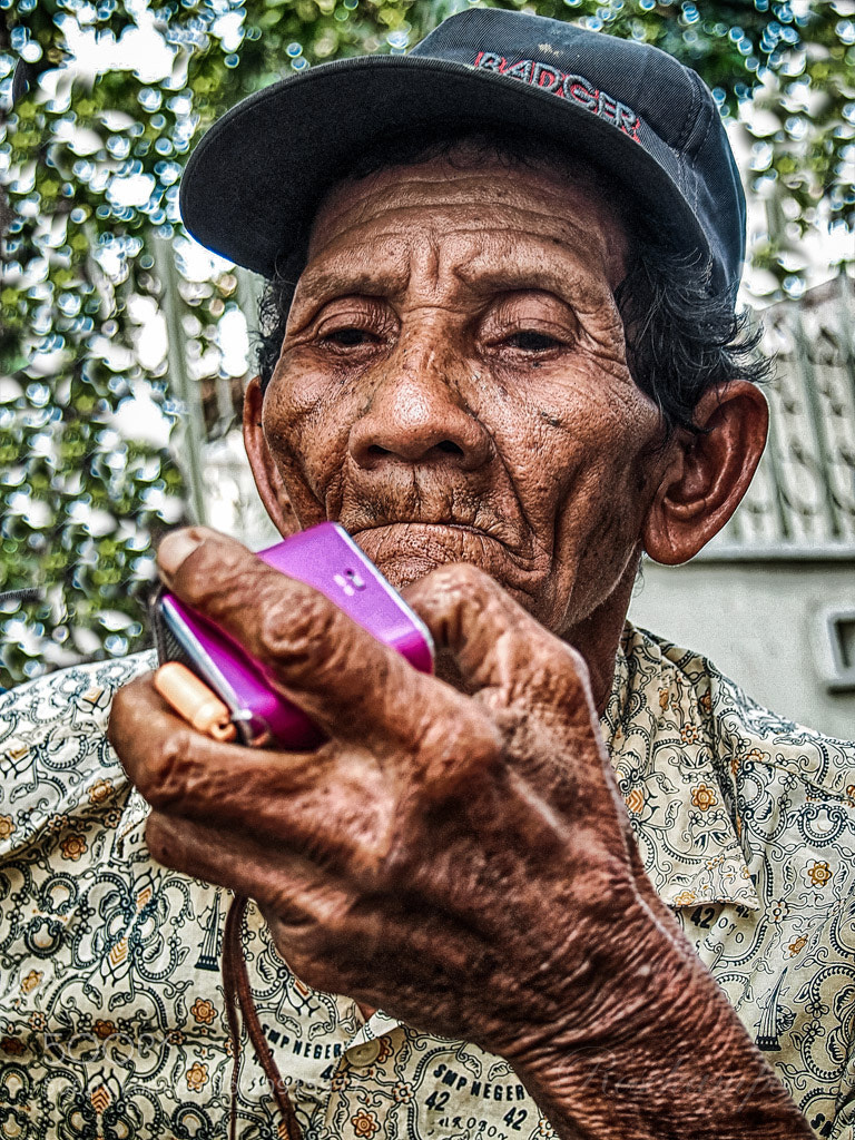 Photograph Listen To The Radio by Rose Kampoong on 500px