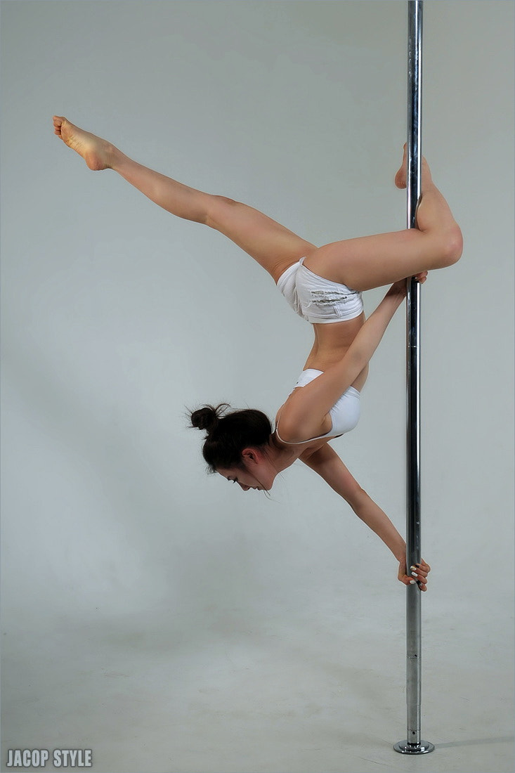 Photograph pole dance by JACOP 박은우 on 500px