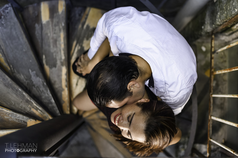 Kissing in the stairs by Tomas Lehman on 500px.com
