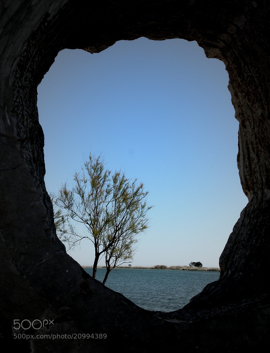 Photograph through  hole by Raquel Duendecillo on 500px