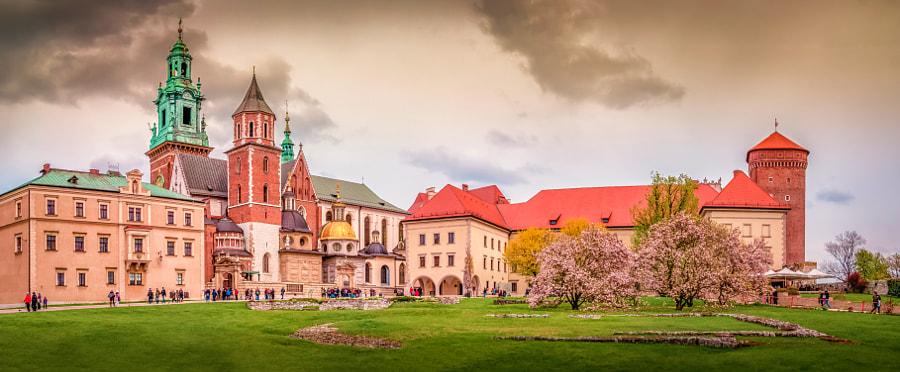 Wawel Castle Panorama by Lubomir Mihalik on 500px.com