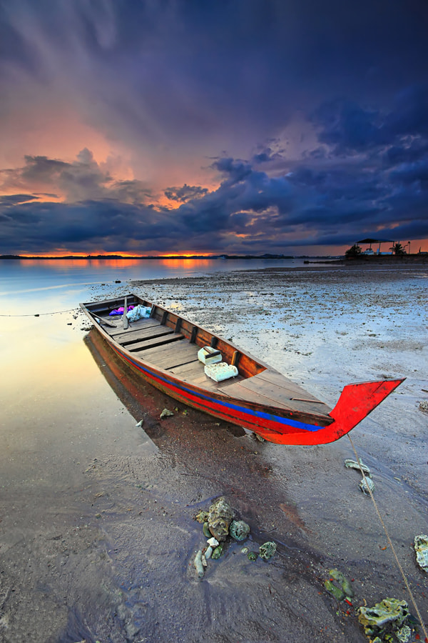 Photograph stranded boat by Danis Suma Wijaya on 500px