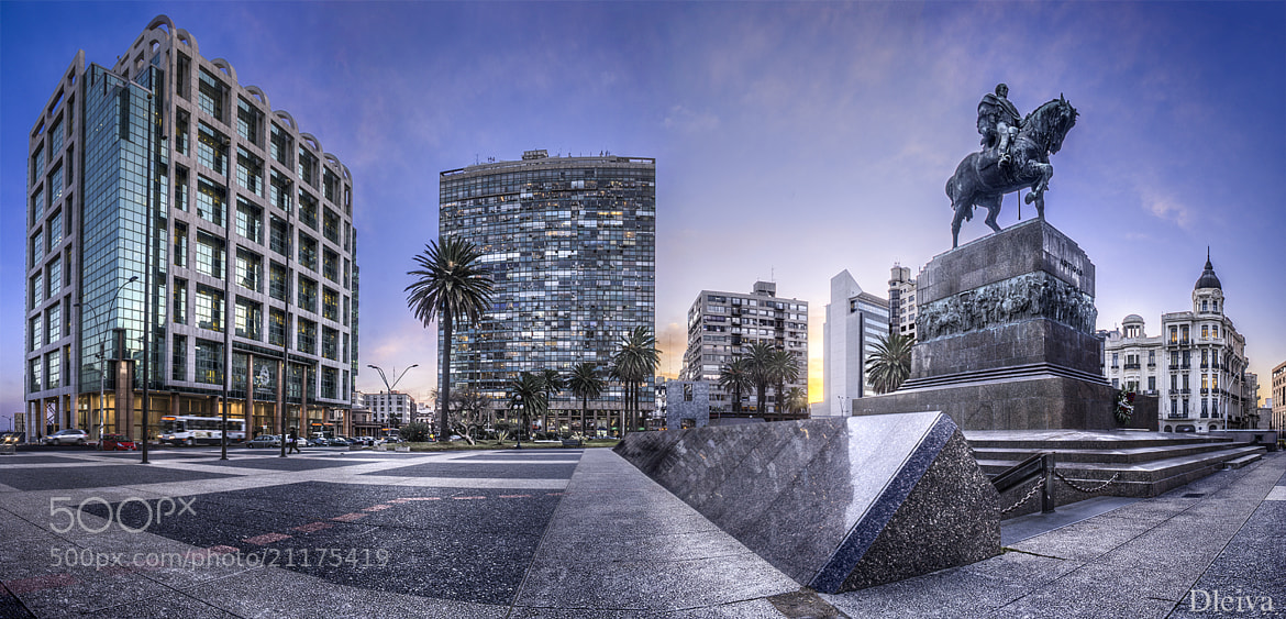 Photograph Montevideo, Uruguay (Plaza de la Independencia) by Domingo Leiva on 500px