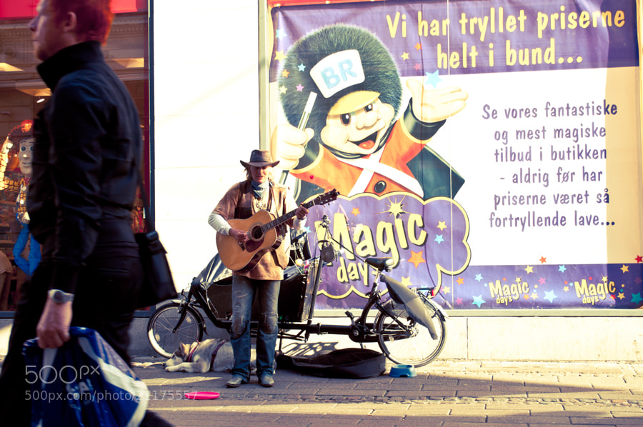 Photograph  Street musician by Sasaki Tomohiro on 500px