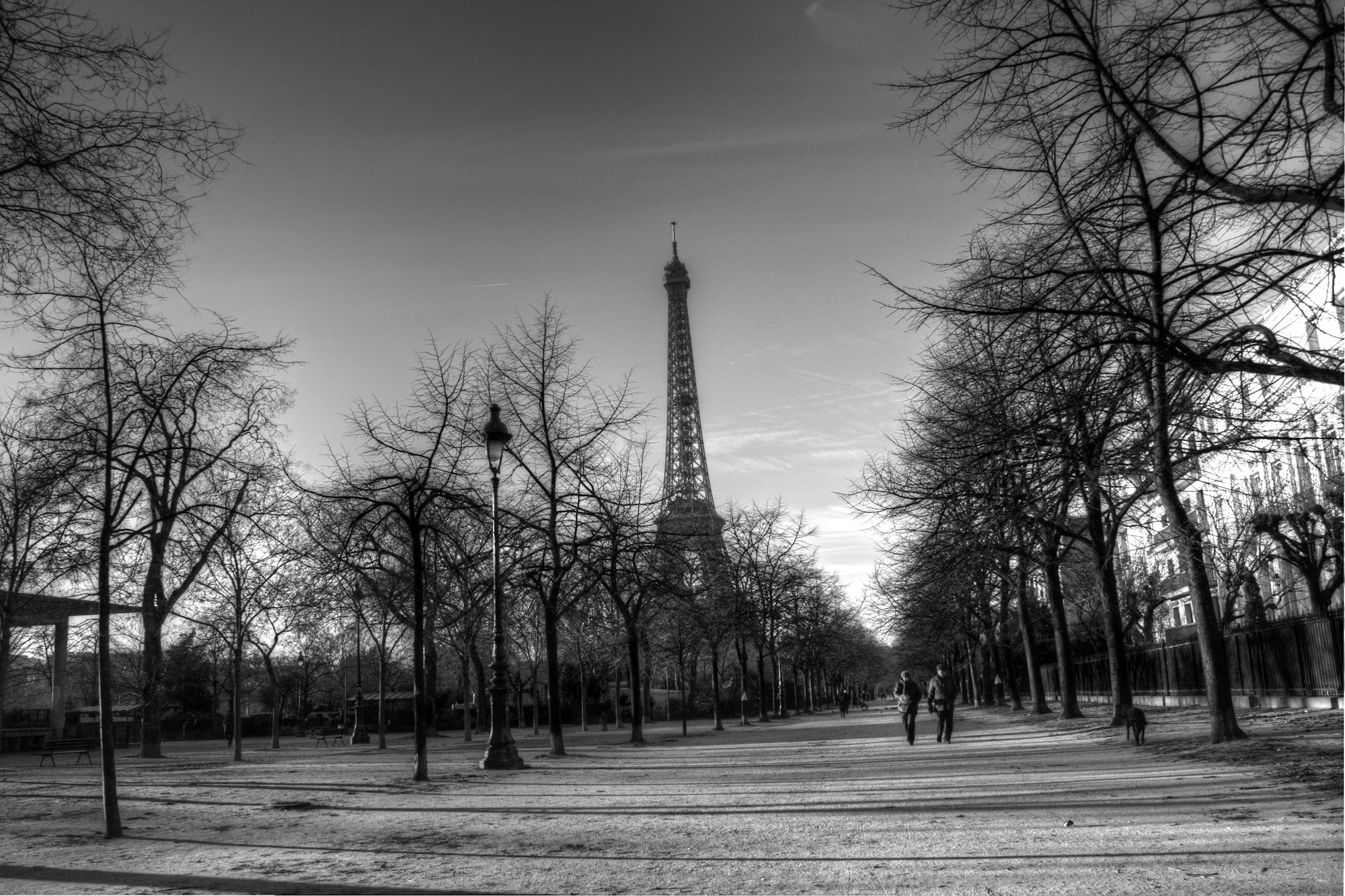Photograph La promenade autour de la tour eiffel by Richard Hug on 500px