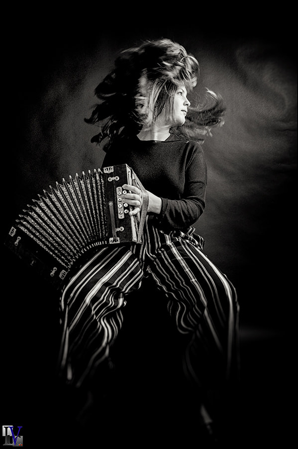 Lindy with accordion
