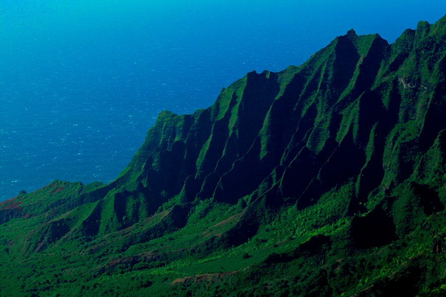 The Na Pali coast is impassable due to this high peaks.