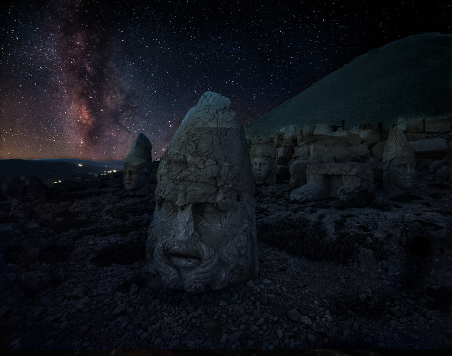 The Megalithic Stone Heads Of Mount Nemrut And The Gate Of Heaven V2?webp=true&sig=e6b5ae9b02068696c5ab33fba12606c6d9647e95b041ac01bc1719bb913ef38b
