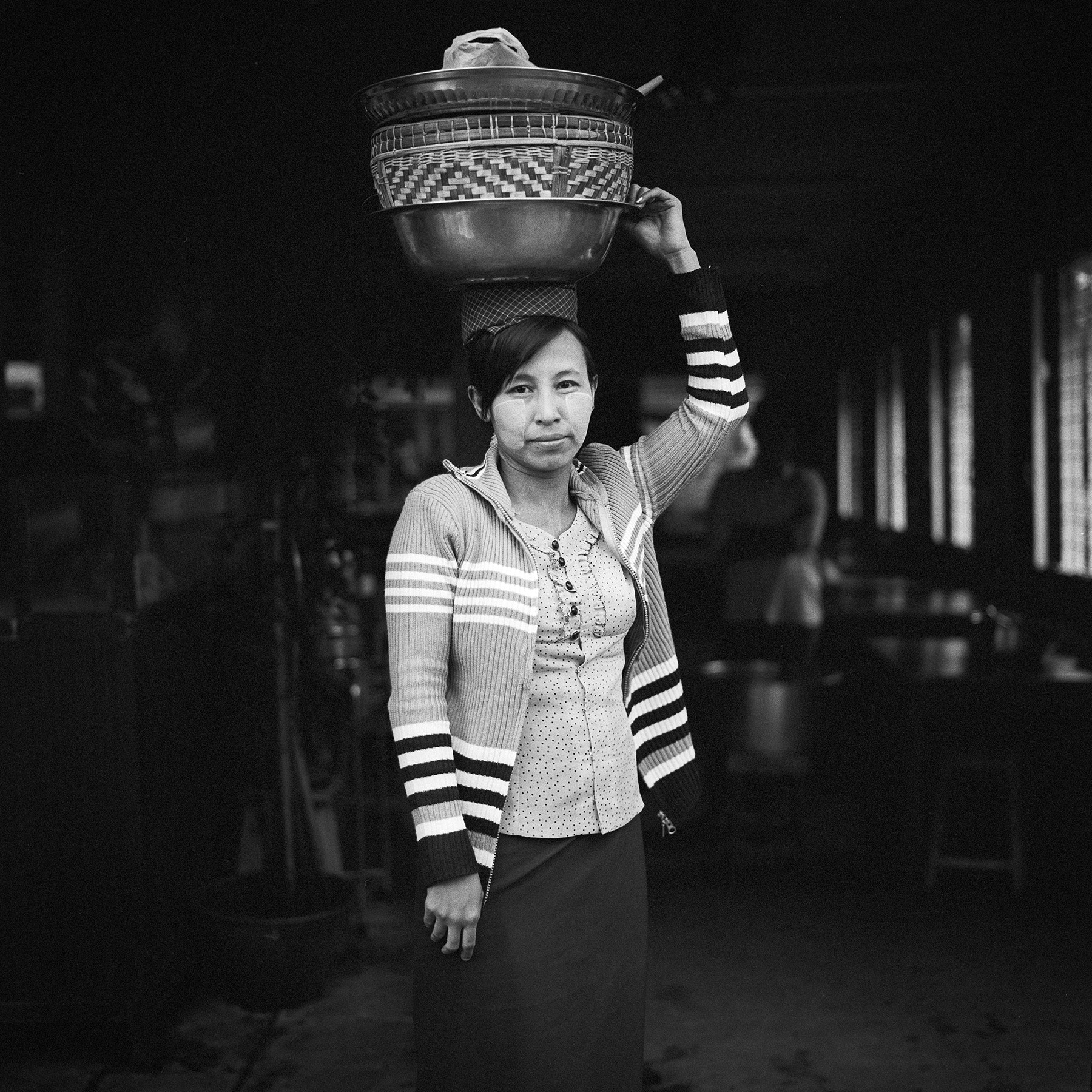 Photograph helper, aung thukha eatery by  momofuku on 500px