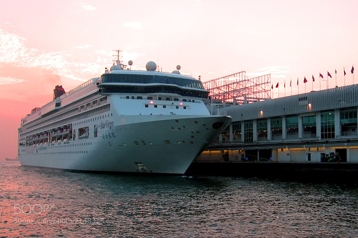 Photograph Star Virgo docking at Harbour City by Raymond Lee on 500px