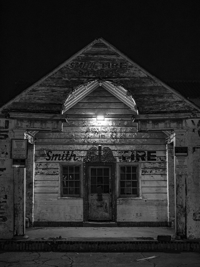 Old rundown gas station in New Orleans