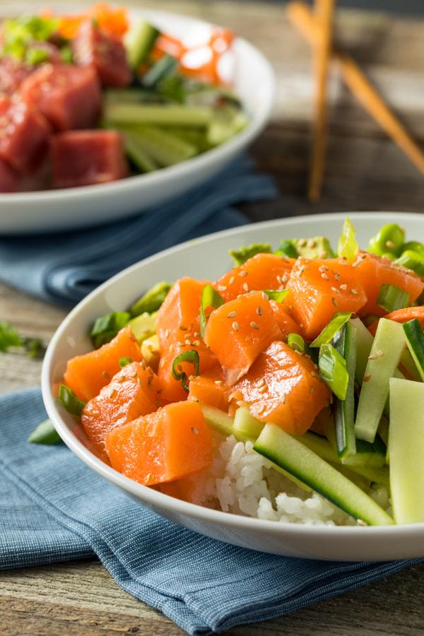 Raw Organic Salmon Poke Bowl de Brent Hofacker no 500px.com