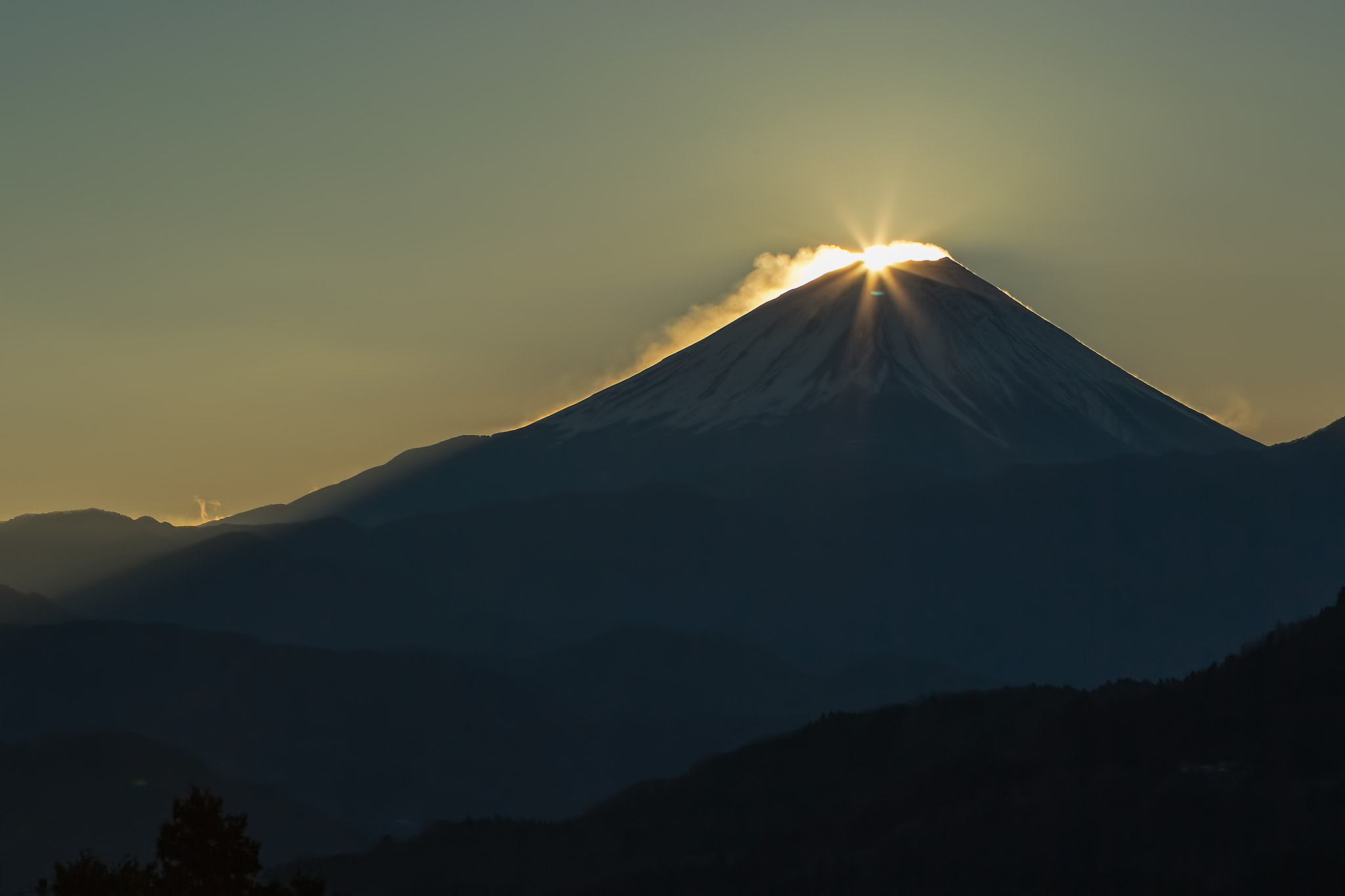 Photograph A moment of sunrise - Diamond Fuji by MIYAMOTO Y on 500px