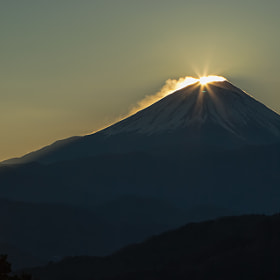 A moment of sunrise - Diamond Fuji by MIYAMOTO Y (MIYAMOTO_Y)) on 500px.com