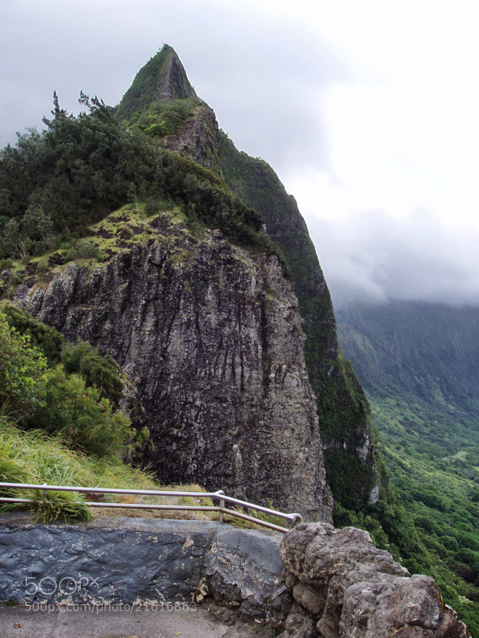 Clouds at the Pali Lookout