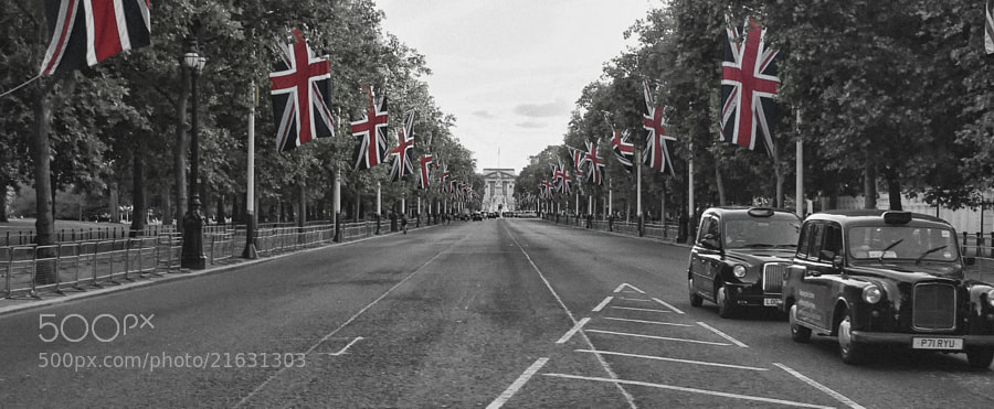 Looking toward Buckingham Palace, London from The Mall and Horse Guards Road.