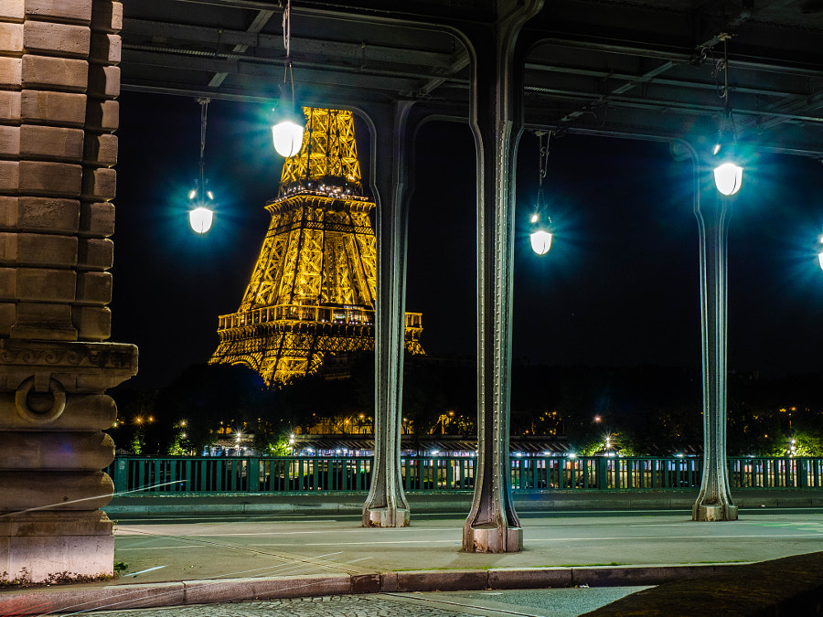 Eiffel playing hide and seek by Jorge Gaspar Ferreira on 500px.com