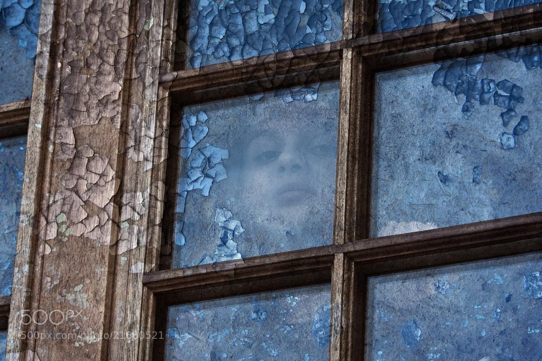 Photograph A travers la fenêtre by Blaise TANDEAU on 500px