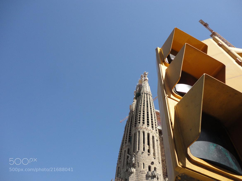 Photograph Sagrada Familia, Barcelona y semáforo. by Sergio Nuñez on 500px