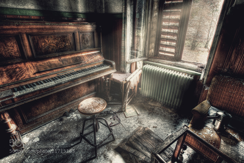 Photograph Old Piano by Falk Friederichs on 500px