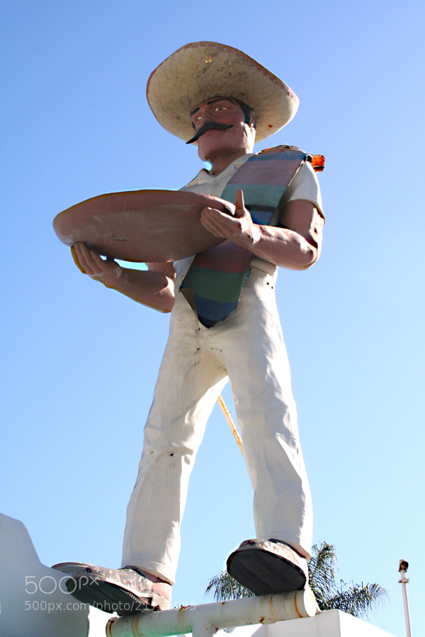 "Giant statue on the roof of La Salsa in Malibu. Classic towering fiberglass statue made in the 1960s to promote roadside businesses. ""El Salsero"" wears a Mexican hat and holds a taco platter."