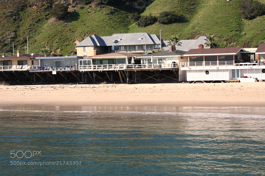 Houses on the Mailibu coast near the pier and Surfrider Beach.