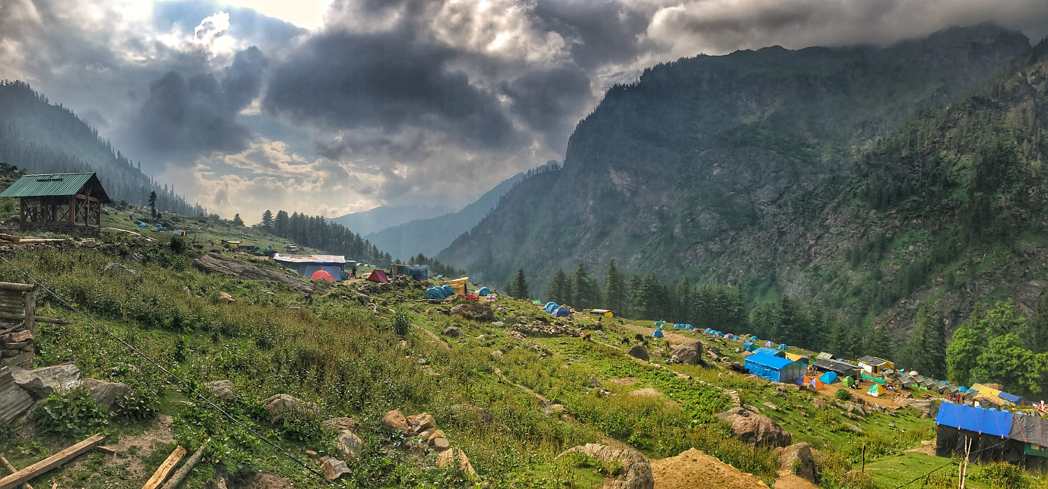 Panoramic View From The Top Of Kheerganga Mountains in in Ultimate Guide For Kheerganga Trek During Monsoon Season
