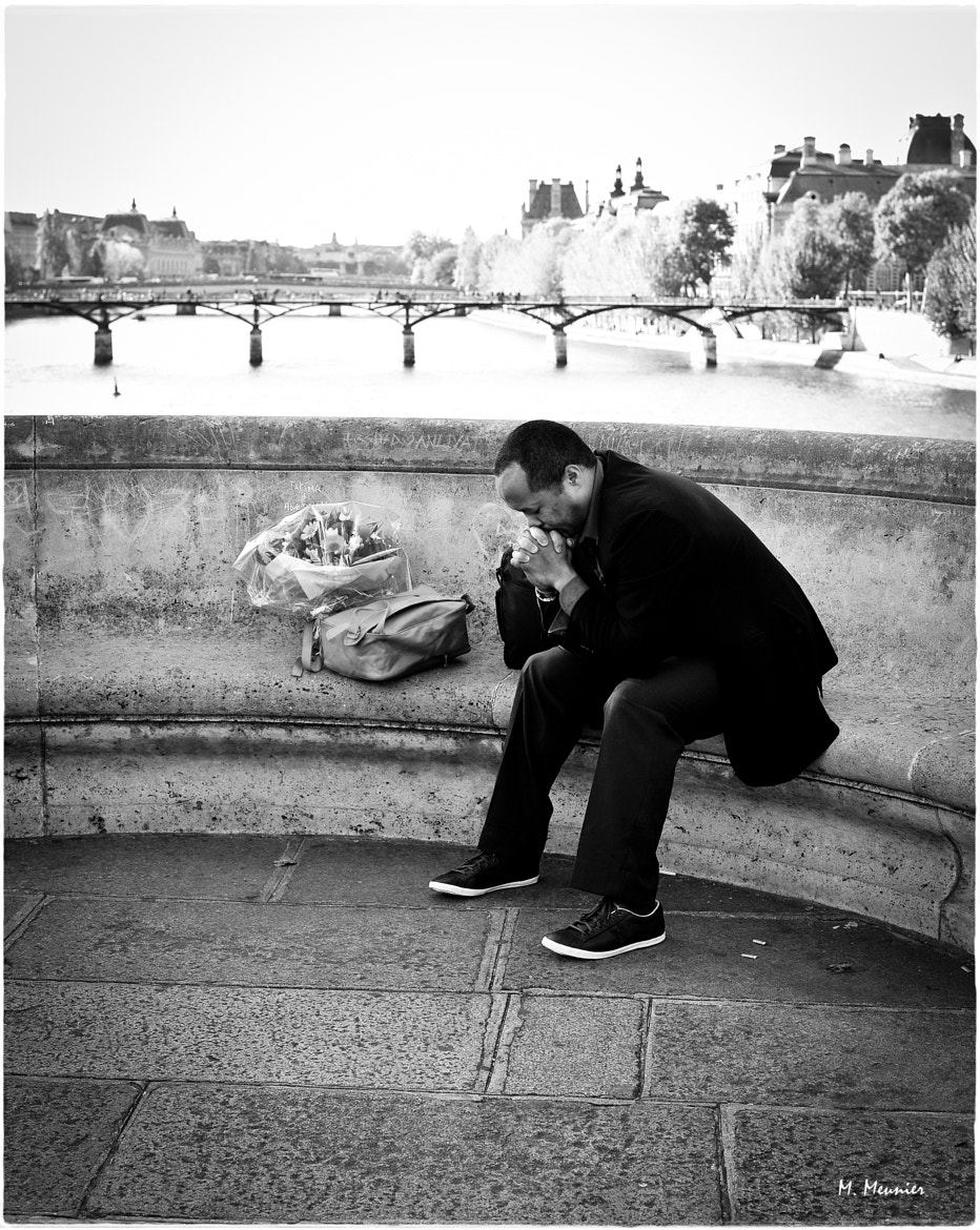 Photograph Parisian date: waiting for the lady-love by Mathieu Meunier Photographie & Models on 500px