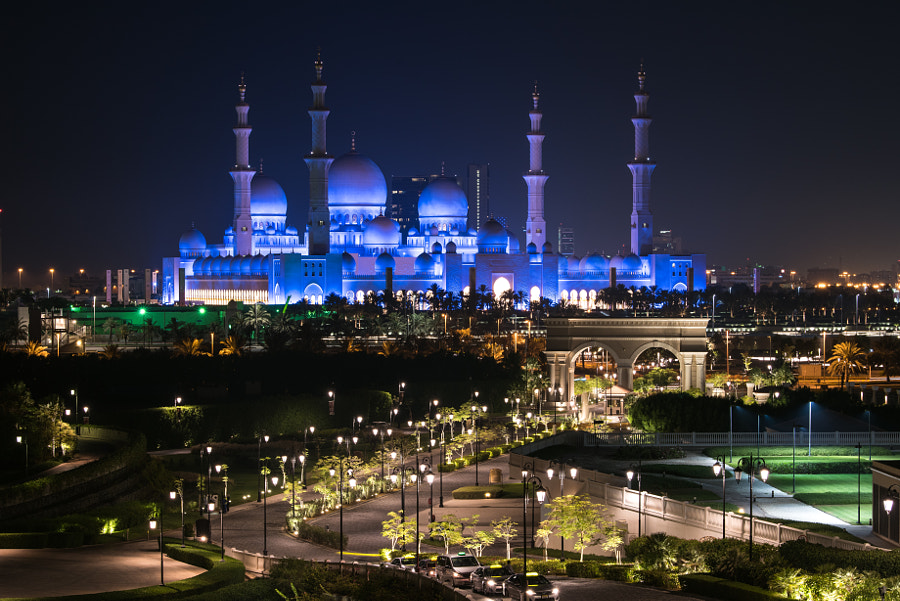 Illuminated Sheikh Zayed Grand Mosque by Matt MacDonald on 500px.com