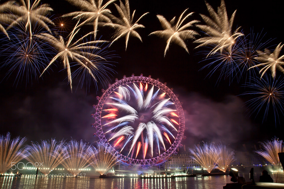 Photograph Fire works display welcomes 2013 in London by Nelson Pereira on 500px