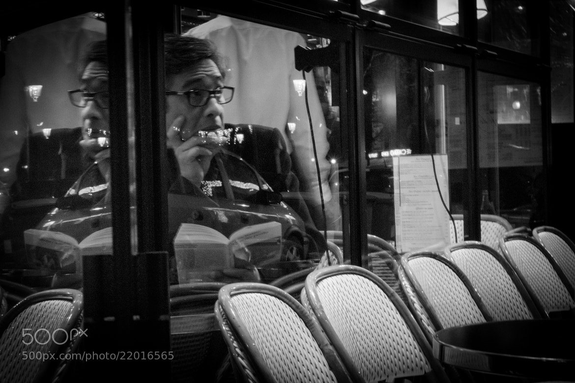 Photograph MAN READING A BOOK PARIS by Elizabeth Char on 500px