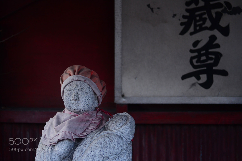 Photograph jizō and dull red by Sayaka Suzuki on 500px
