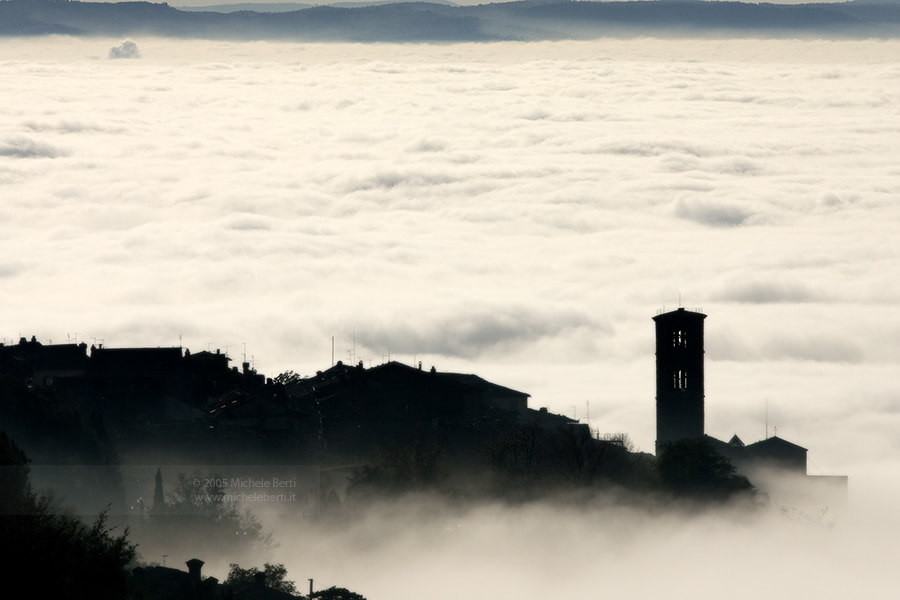 Photograph Inversione Termica a Cortona No. 2 (Ottobre 2005) by michele berti on 500px