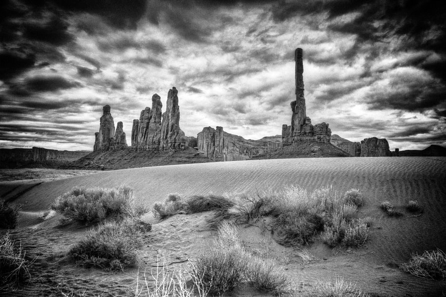 A view of the rock formation known as the totem Pole, in Monument Valley.