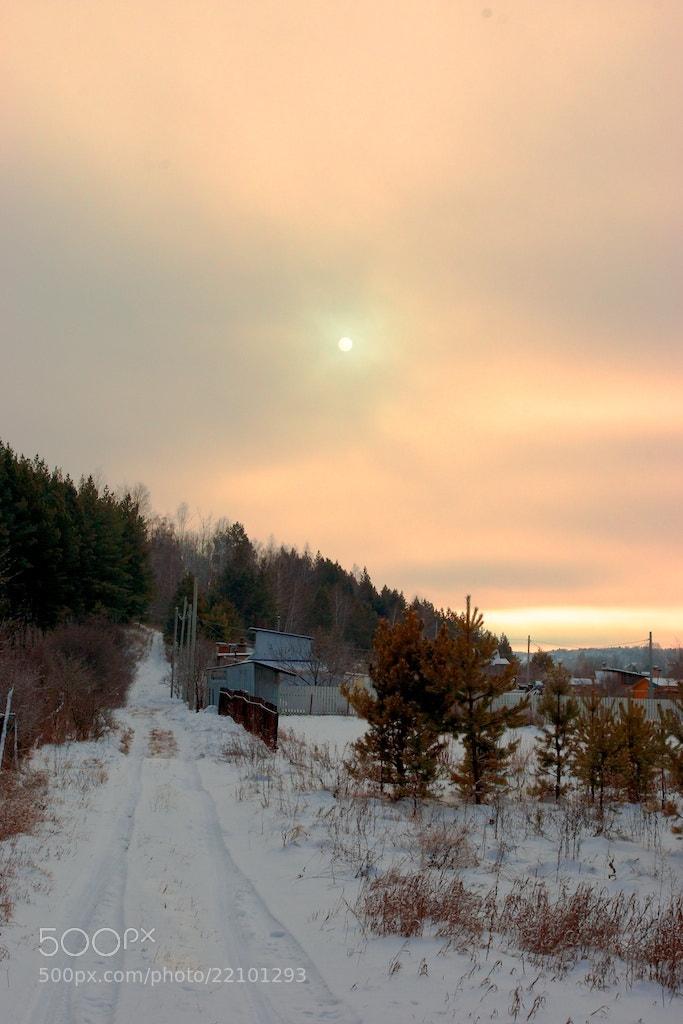 Photograph El pueblo en el bosque cubierto de nieve by Alexey Nakhimov on 500px