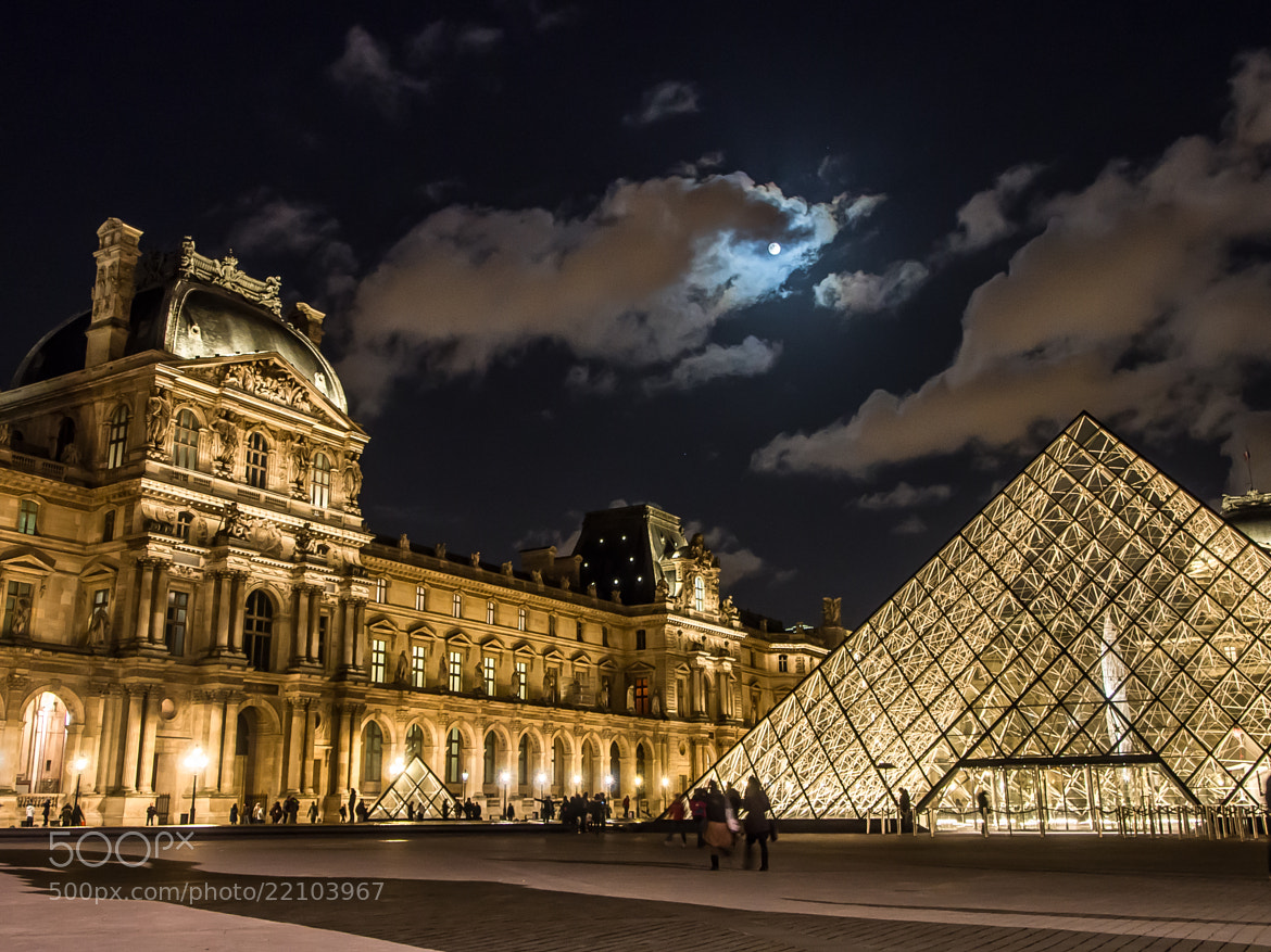 Photograph Moon loves the Louvre by Maurice Loy on 500px