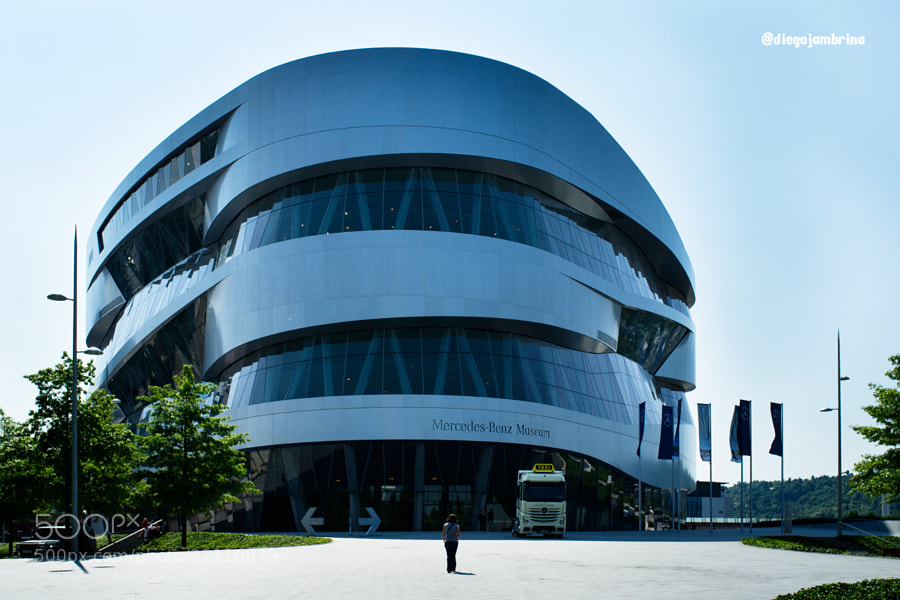 Edificio del Museo Mercedes-Benz by Diego Jambrina (Elhombredemackintosh)) on 500px.com