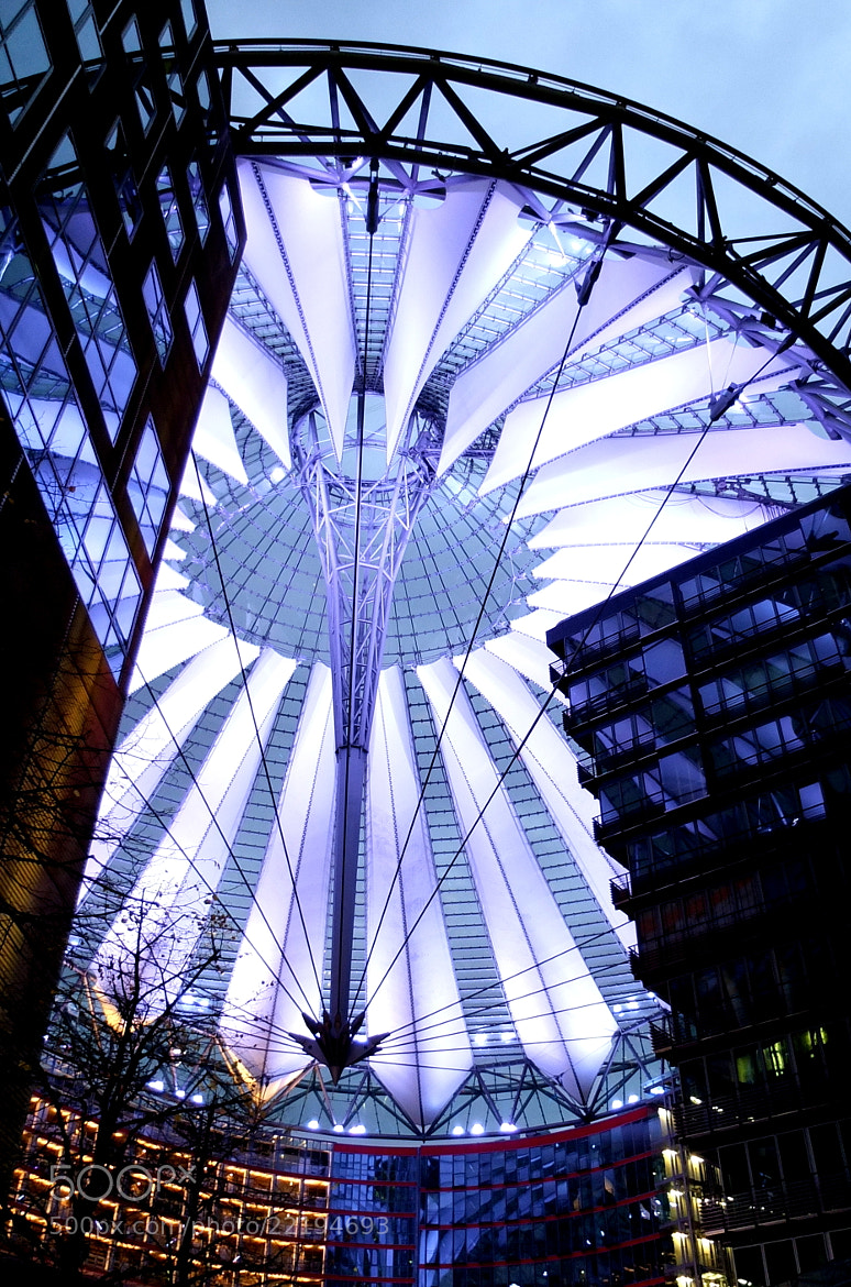Photograph At the Sony Centre by Dana Pavel on 500px