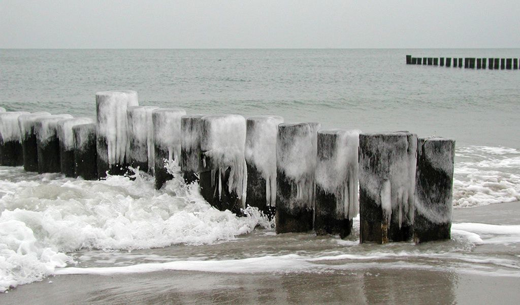 Photograph Icy groynes by Grit Ende on 500px