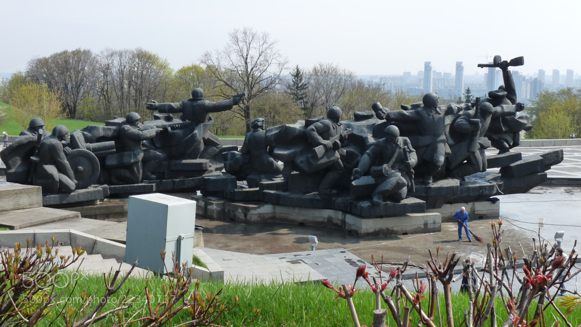 Photograph Monument for the 2nd World War by Gue Gi on 500px